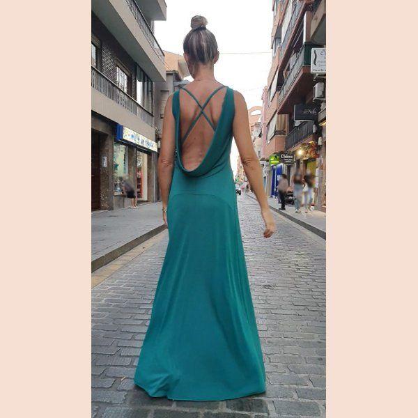 vestido-verde-con-cuello-de-chimenea-trasera