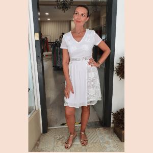 vestido-blanco-con-bordados