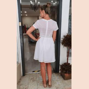 vestido-blanco-de-encaje-con-bordados