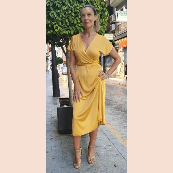 vestido-midi-color-mostaza