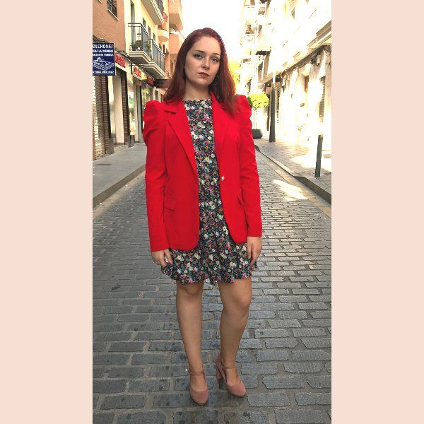 chaqueta-americana-roja-con-mangas-abullonadas