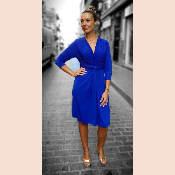 vestido-corto-azul-anudado-en-la-cintura