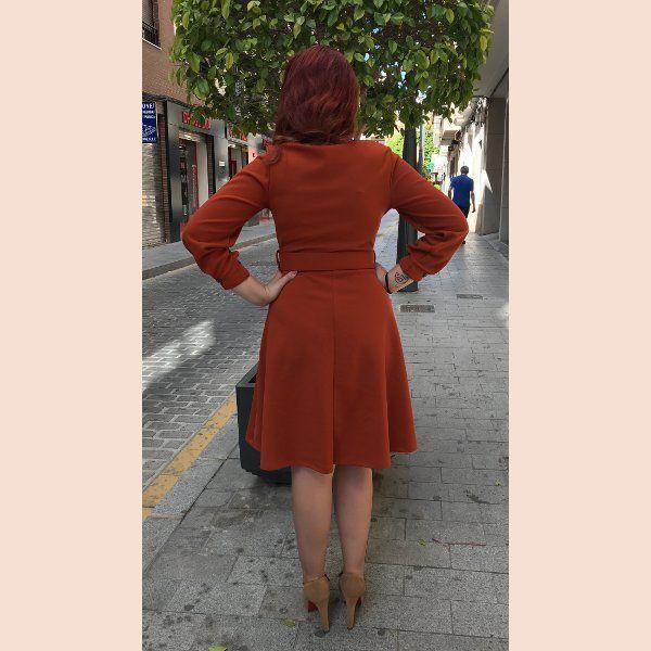 vestido-marron-con-botones-en-puño