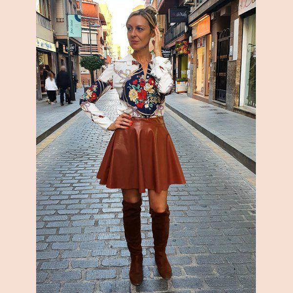 falda-de-polipiel-marron-frente