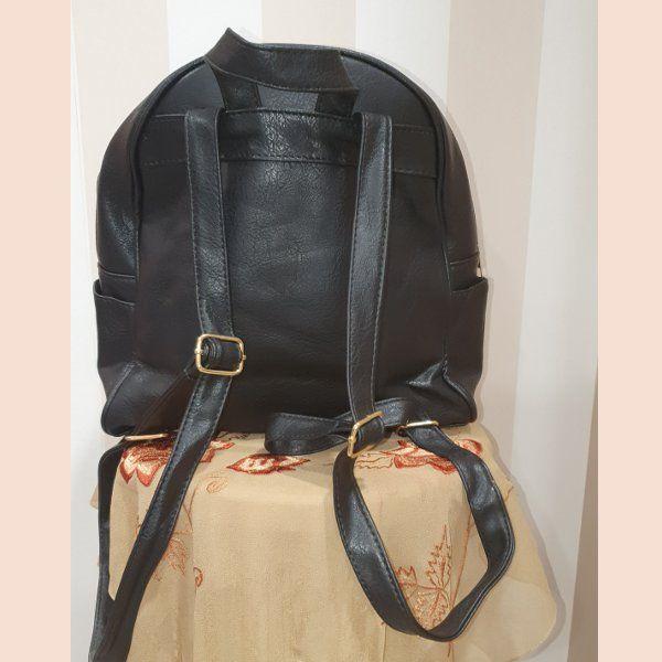 mochila-negra-trasera