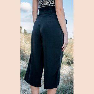 pantalón-negro-culote-trasera