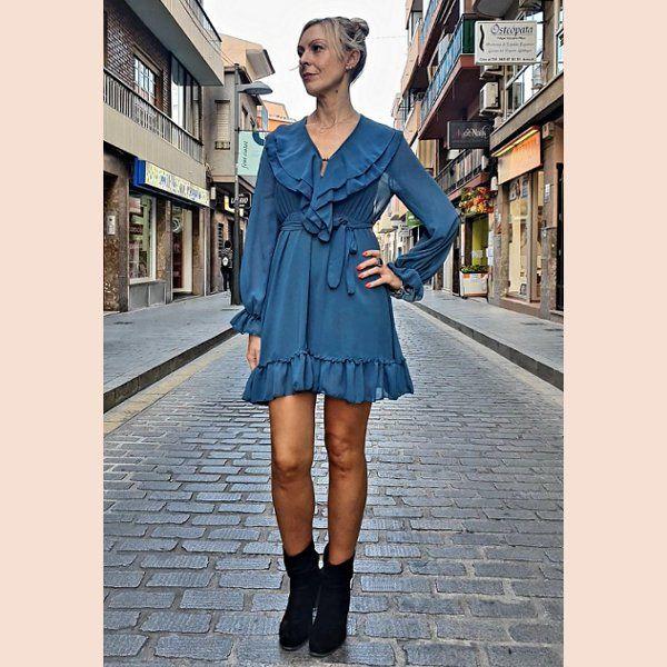 vestido-de-gasa-azul-turquesa-con-volantes
