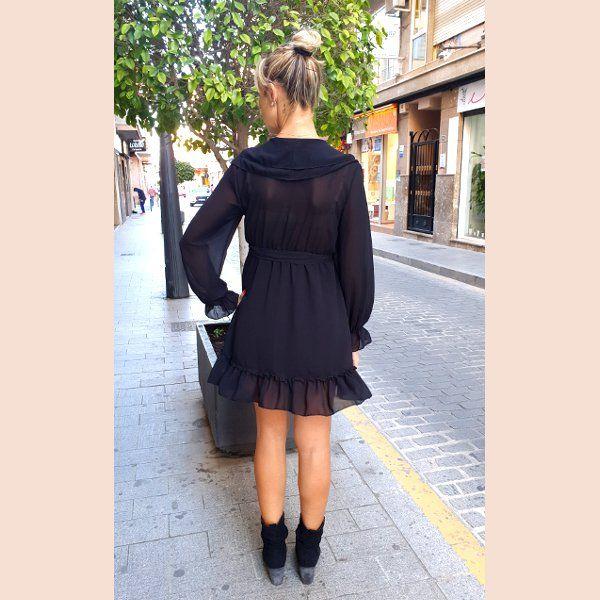 vestido-de-gasa-negro-con-volantes-trasera