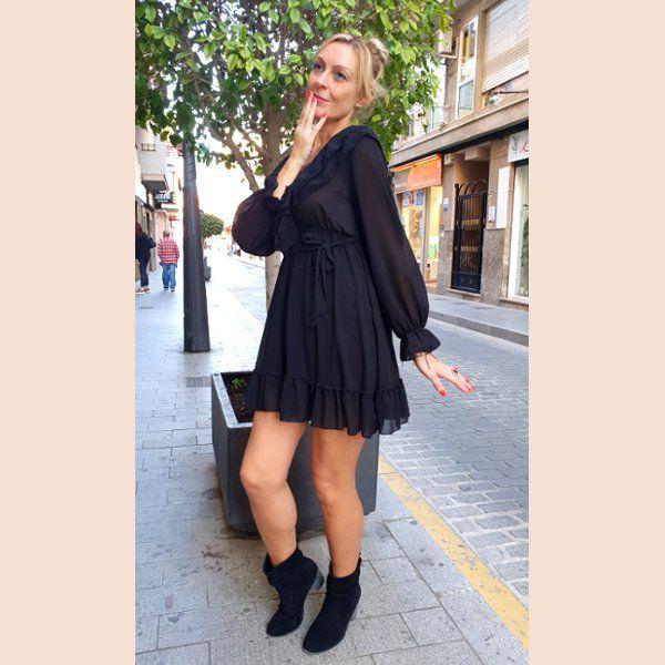 vestido-de-gasa-negro-con-volantes