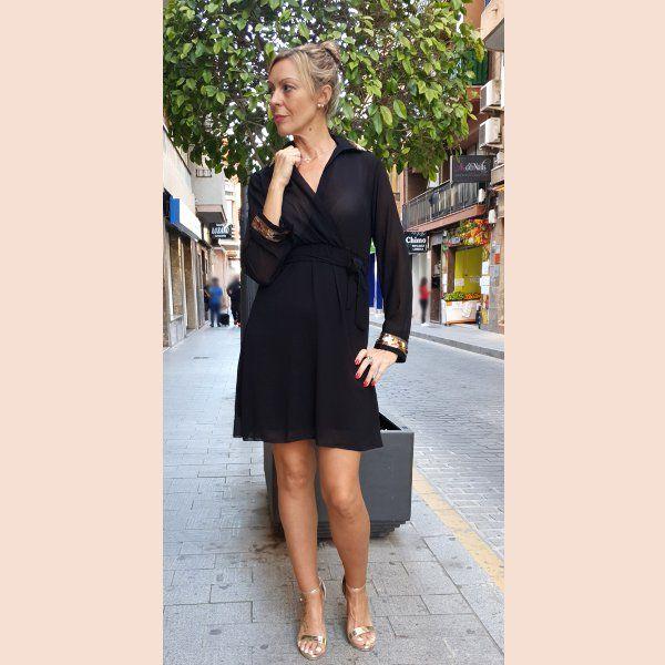 vestido-de-gasa-negro-con-detalles-en-oro