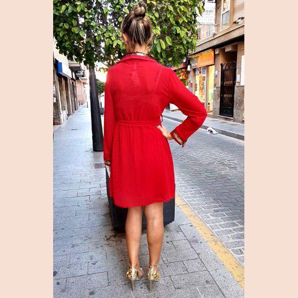 vestido-de-gasa-rojo-con-detalles-en-oro-trasera