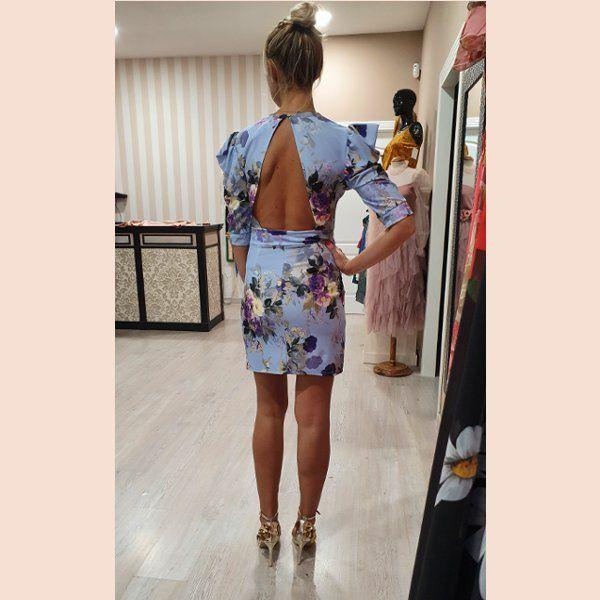 vestido-estampado-azul-celeste-con-espalda-descubierta-trasera