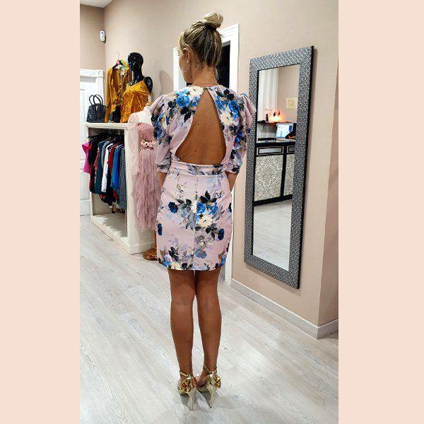 vestido-estampado-rosa-palo-con-espalda-descubierta-trasera