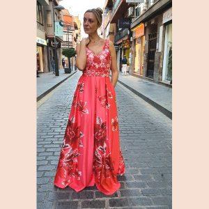 vestido-rojo-con-cuerpo de tul-bordado