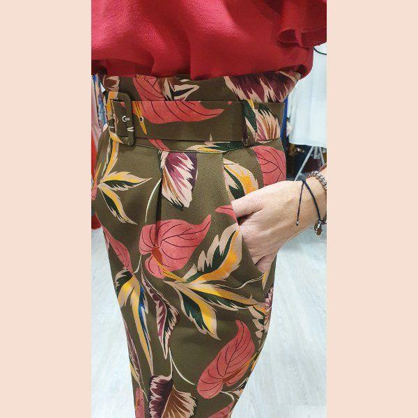 blusa-fucsia-y-falda-estampada-detalle