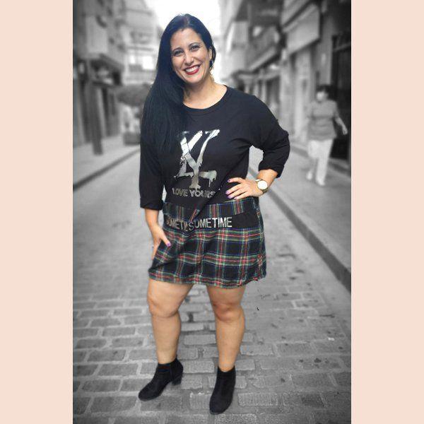 vestido-con-falda-de-cuadros-negro