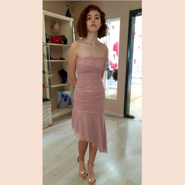 vestido-corto-plisado-tul-asimetrico