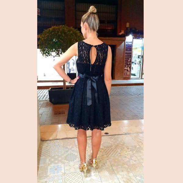vestido-de-blonda-corte-lady-trasera