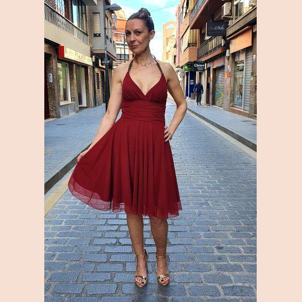 vestido-de-cóctel-en-tul-color-vino