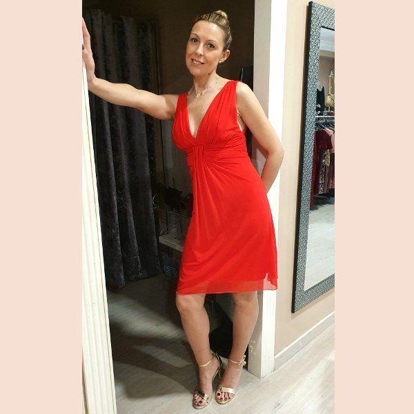 vestido-de-cóctel-rojo-de-tirante-ancho